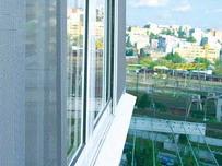 Балконное остекление может быть раздвижным, распашным или глухим