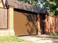 Роллетные ворота классического коричневого цвета